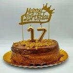 Bolo Com Velas Numericas E Topper Happy Birthday