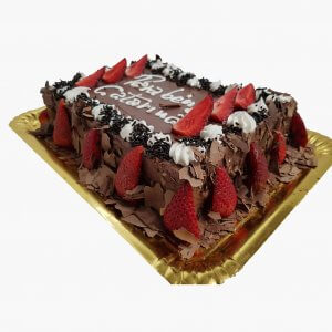 Bolo De Chocolate Com Chantilly E Morangos