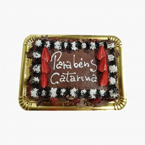 Bolo De Chocolate Com Chantilly E Raspas De Chocolate