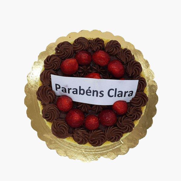 Naked Cake Com Chocolate E Morangos
