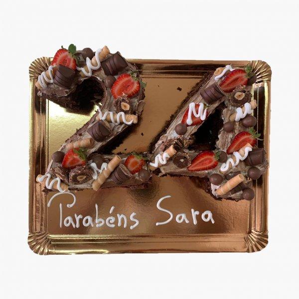Bolo 24 Anos Com Chocolate E Morangos