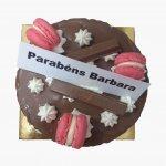 Drip Cake Chocolate Com Macarons Rosas