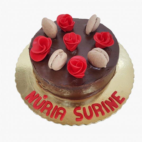 Drip Cake Chocolate Com Macarons E Rosas