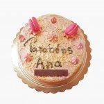 Drip Cake Cor De Rosa Com Macarons E Kit Kat