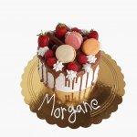Drip Cake Com Morango E Macarons