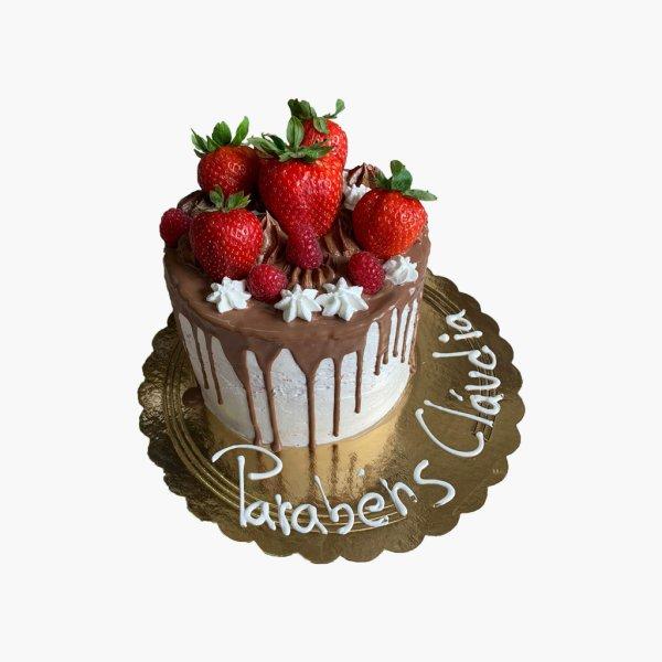 Drip Cake Com Morangos Grandes