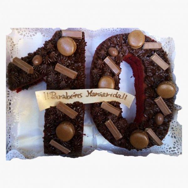 Bolo 10 Anos Com Chocolates E Macarons