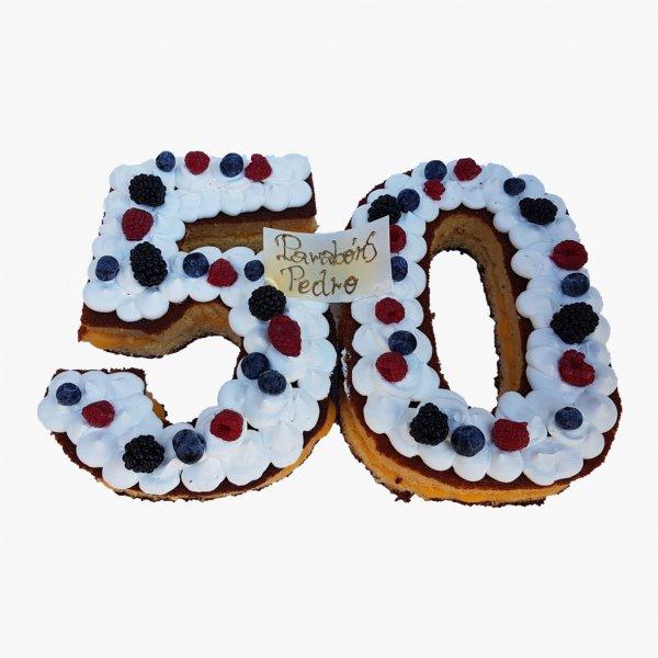 Bolo 50 Anos Branco Com Frutos Vermelhos