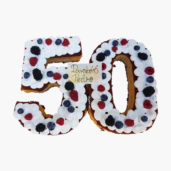 Bolo 50 Anos Com Frutos Vermelhos