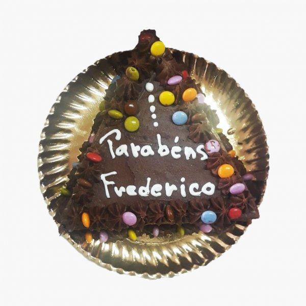 Bolo Triangulo Chocolate E M&m