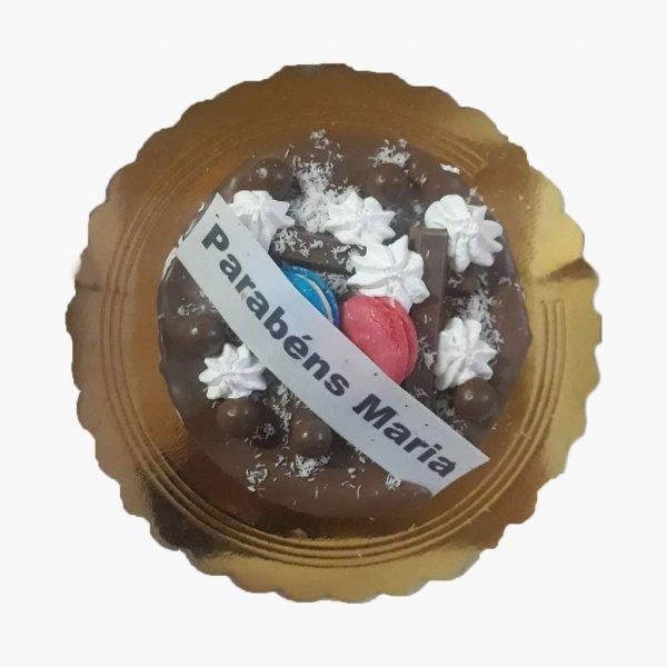 Drip Cake Chocolate Com Macarons E Suspiros