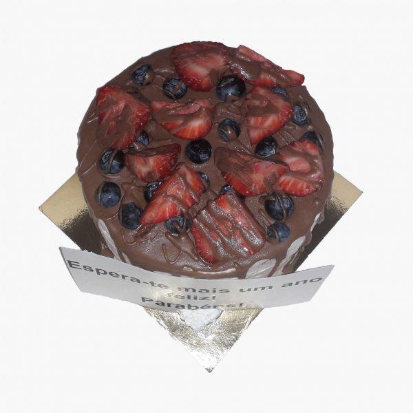 Drip Cake Frutos Vermelhos Coberto Chocolate
