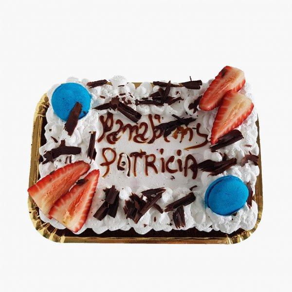 Naked Cake Com Morango E Chocolate E Macarons
