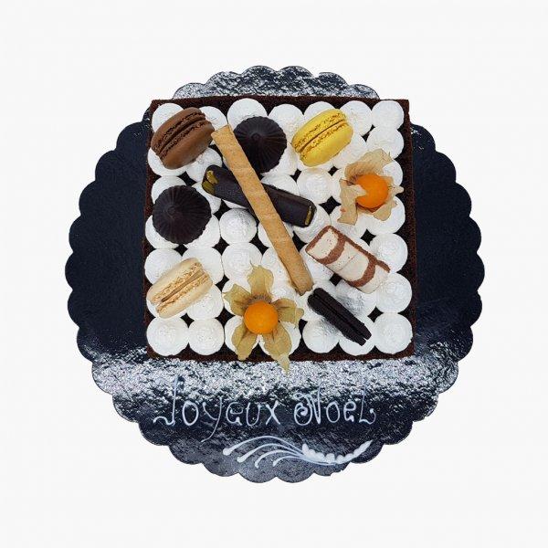 Naked Cake Com Oreo E Macarons Coloridos