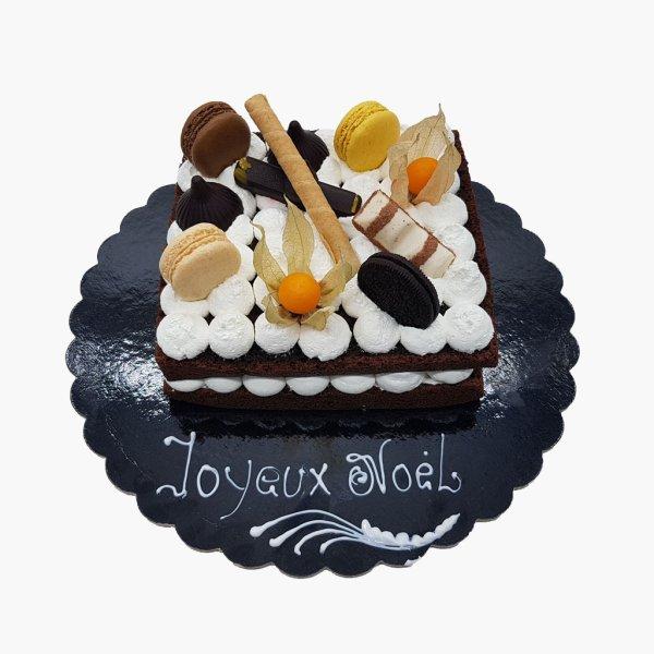 Naked Cake Com Oreo E Macarons Variados